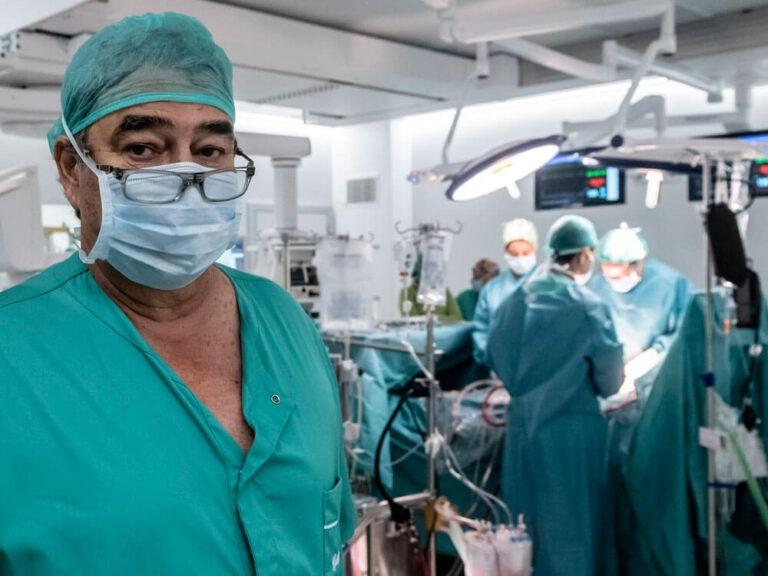 Dr. Rodríguez en quirófano